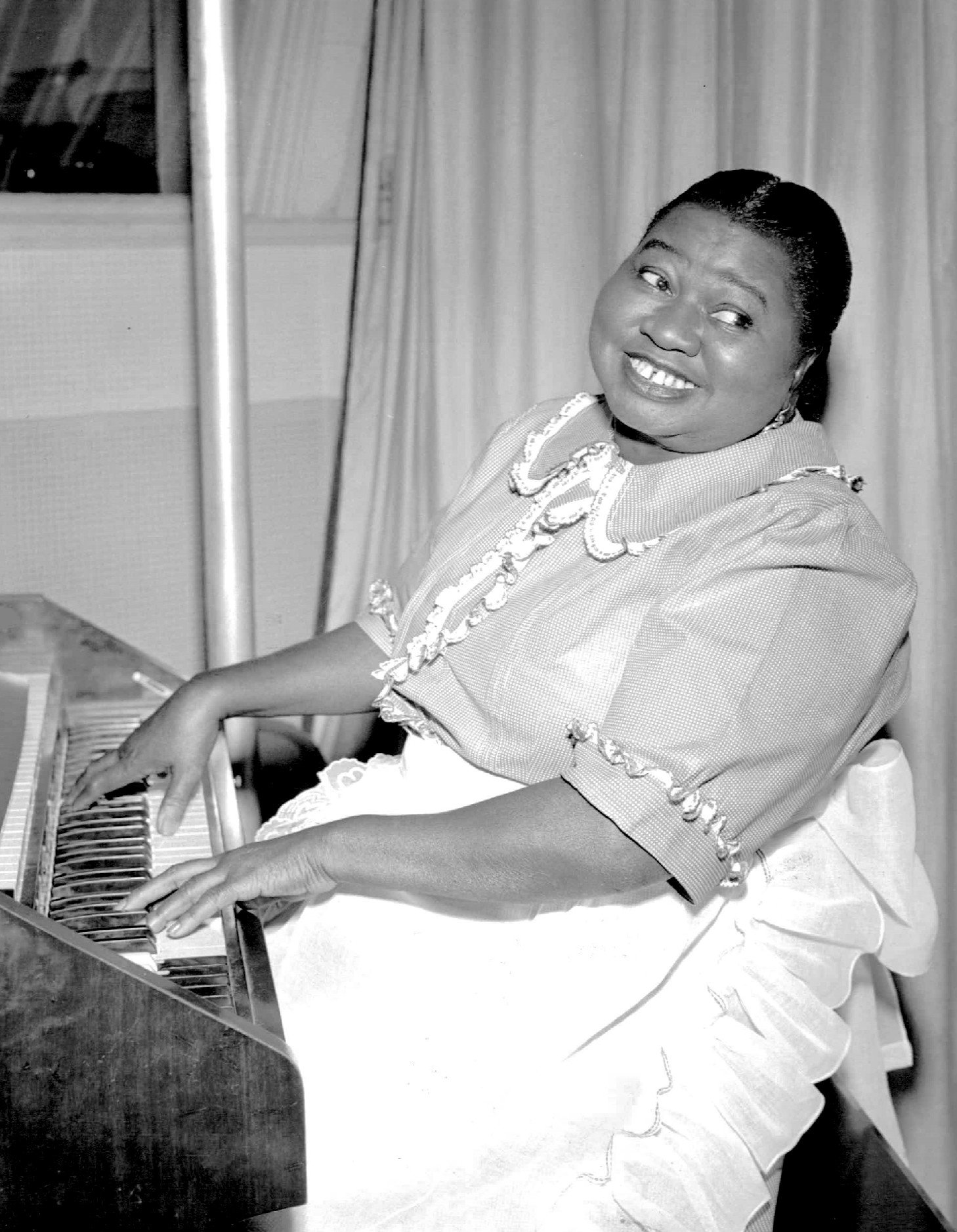 Hattie McDaniel as Beulah in 1951, the year before her death | Photo: Wikimedia Commons Images