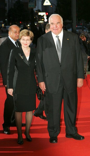 Helmut Kohl, Maike Richter, Quadriga Awards 2005 | Quelle: Getty Images