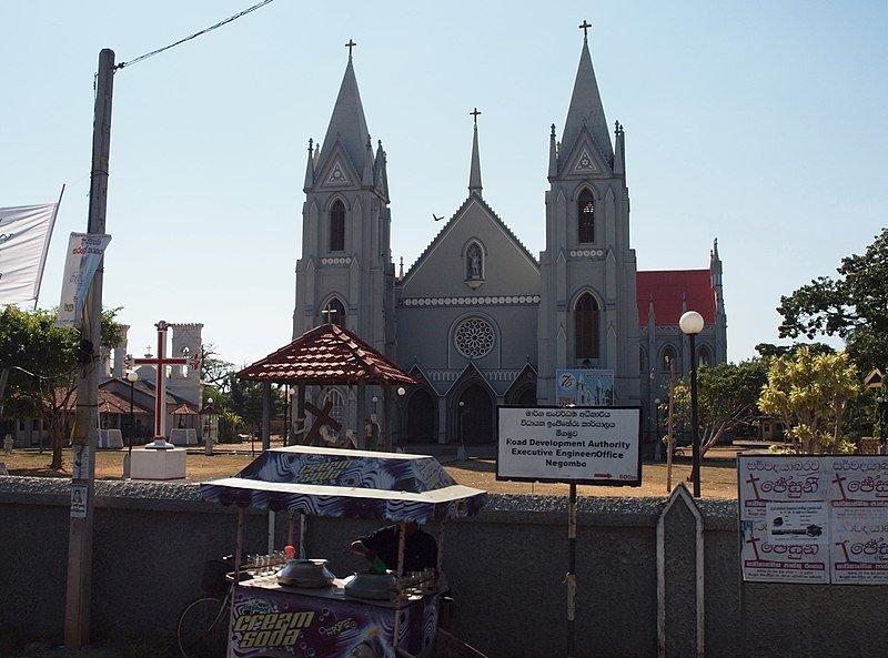 Église catholique Saint-Sébastien de Negombo, au Sri Lanka, avant l'explosion. | Image : Wikipedia