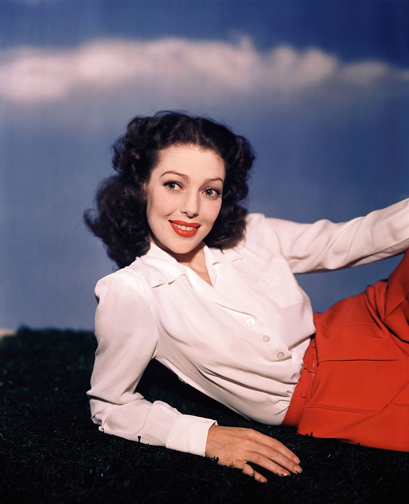 American actress Loretta Young (1913 - 2000) during a shoot, circa 1940 | Photo: Getty Images