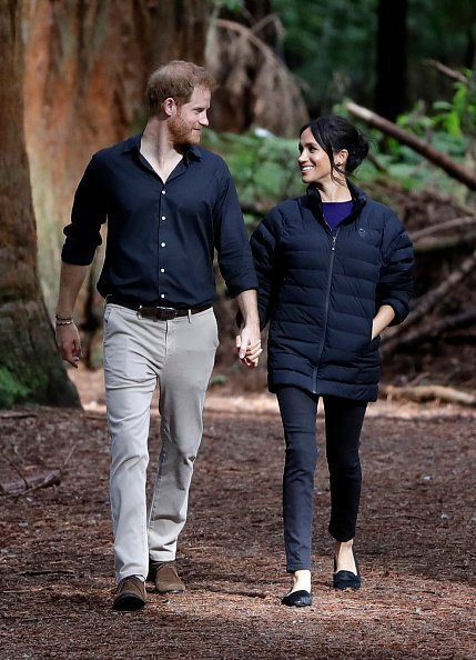 Le prince Harry et Meghan rendant visite à Redwoods Tree Walk le 31 octobre 2018 à Rotorua, en Nouvelle-Zélande. | Photo: Getty Images