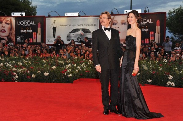 Gary Oldman and Alexandra Edenborough attend the 'Tinker, Tailor, Soldier, Spy' premiere | Photo: Getty Images
