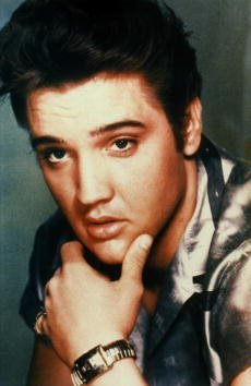 Elvis Presley posando para un retrato de estudio. | Foto: Getty Images