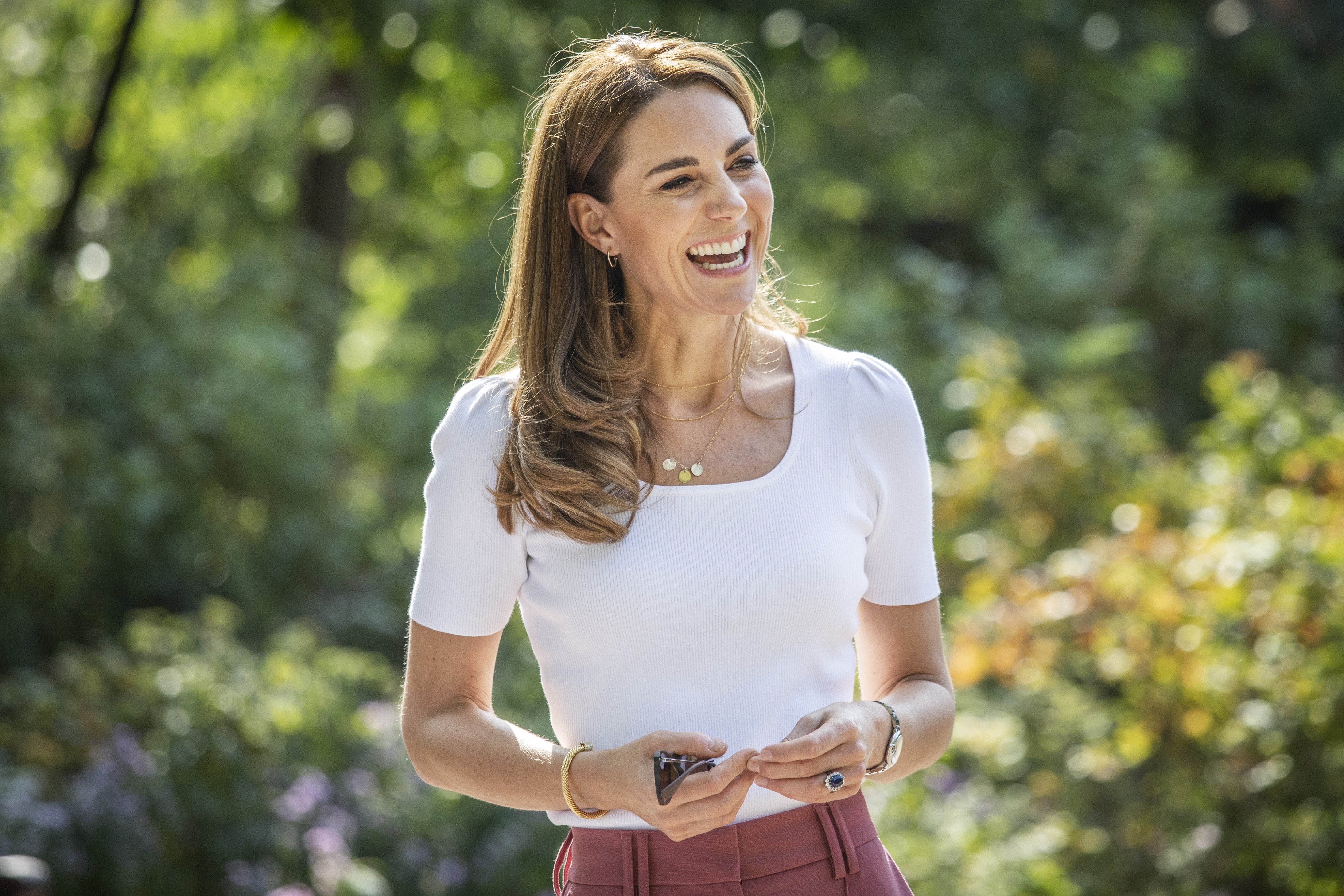 Kate Middleton talks to families who are part of organizations helping parents amid the COVID-19 crisis in Battersea Park, London on September 22, 2020 | Photo: Getty Images