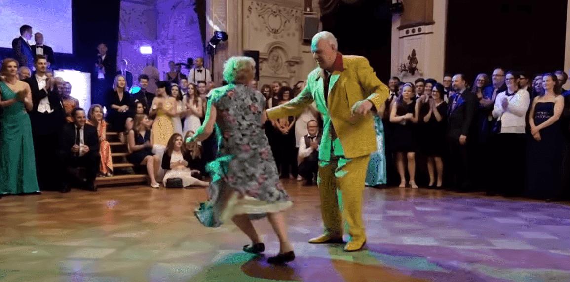 Ehepaar zeigt ihre unglaublichen Tanz-Moves | Quelle: YouTube/SwingNellia