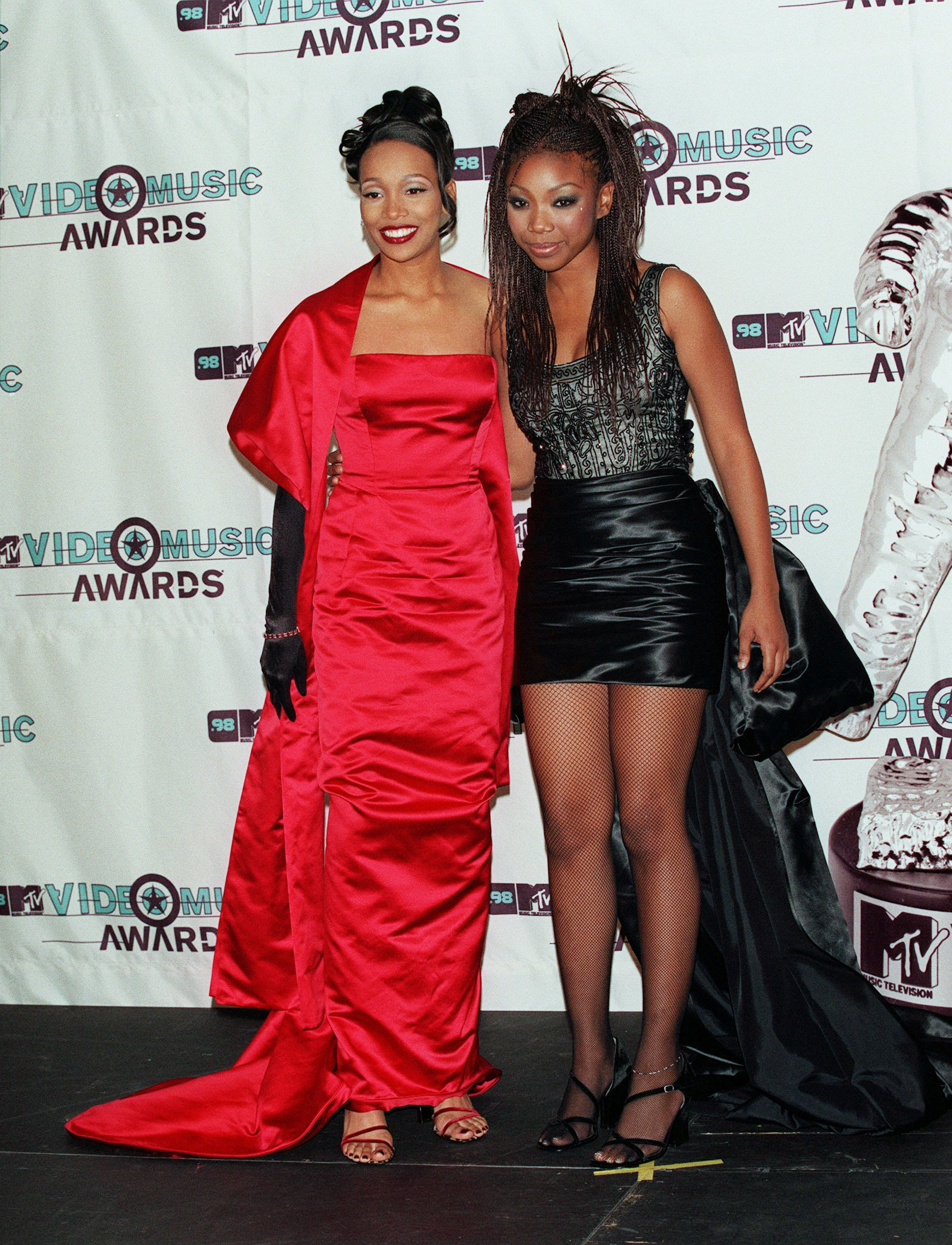 """Brandy & Monica, singers of """"The Boy Is Mine"""" at the M.T.V. Video Music Awards in L.A. in 1998 