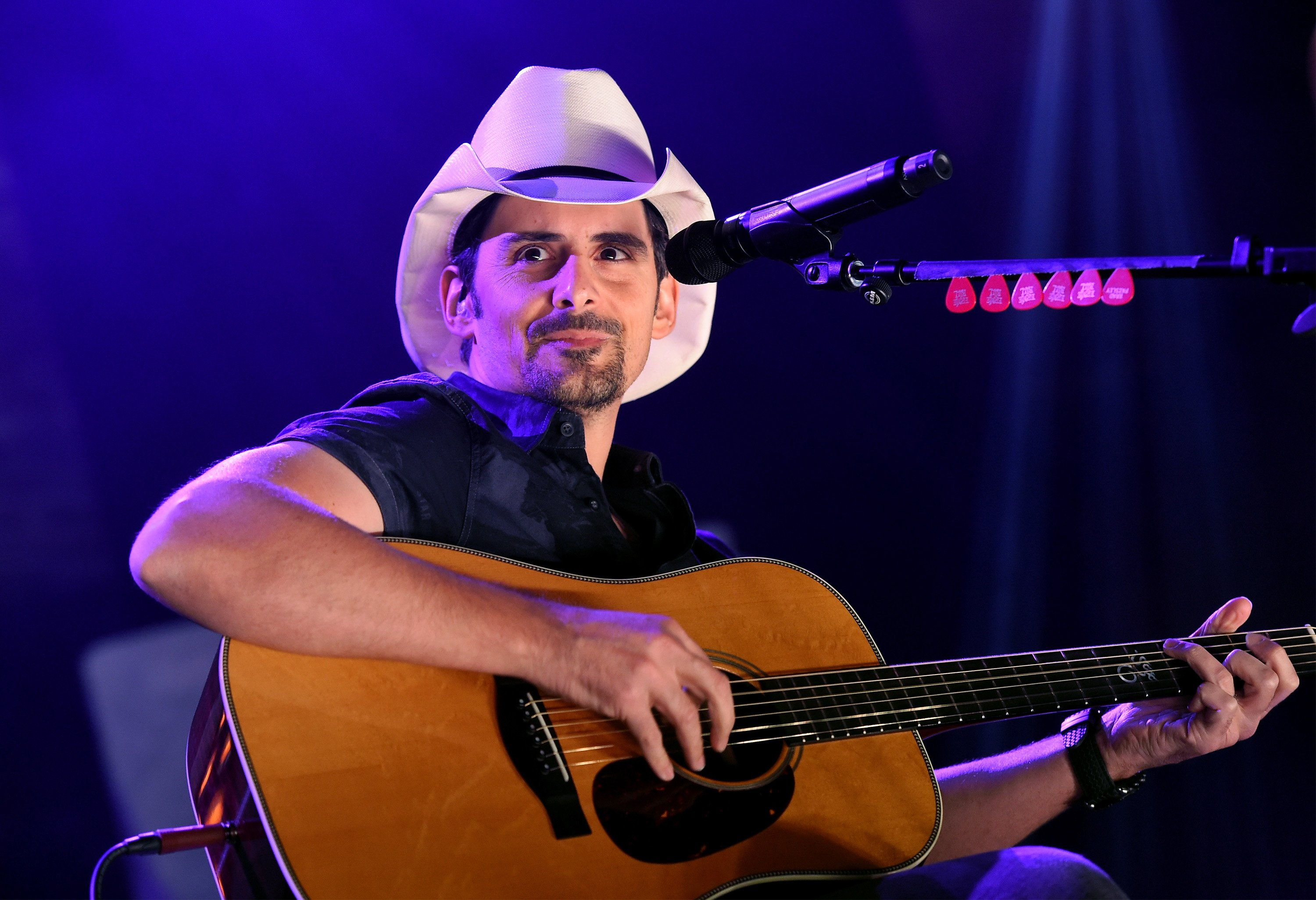 Brad Paisley performs at iHeartRadio Theater on November 11, 2016, in Burbank, California. | Source: Getty Images.
