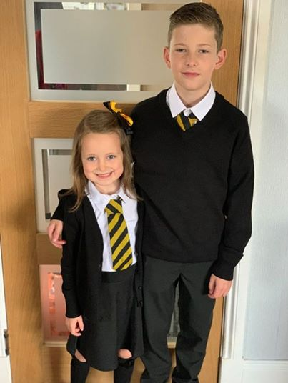 photo d'un grand frère et sa petite sœur | source : facebbok