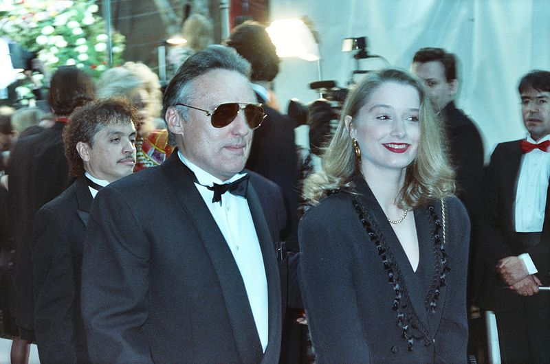 Dennis Hopper at the 1990 Academy Awards. | Source: Wikimedia Commons