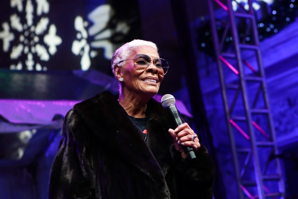 Dionne Warwick performing at the New York Stock Exchange's 96th Annual Christmas Tree Lighting on December 5, 2019. | Photo: Getty Images
