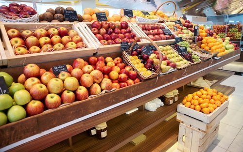 Fruit and vegetables in a store. | Photo: Shutterstock