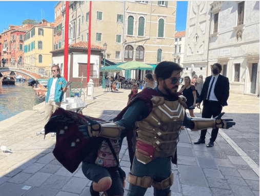 A fan cosplaying beside Venice canals in Italy.   Photo: instagram.com/jakegyllenhaal