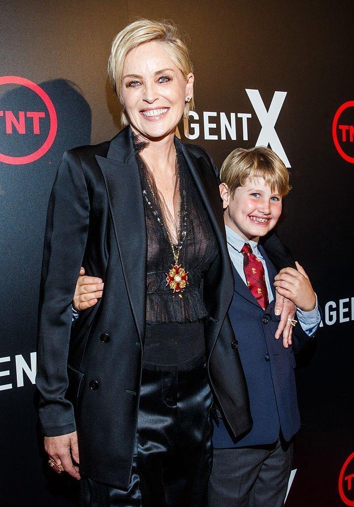 """Sharon Stone und Sohn Laird Vonne Stone, Premiere von """"Agent X"""" in West Hollywood, Kalifornien, 2015   Quelle: Getty Images"""