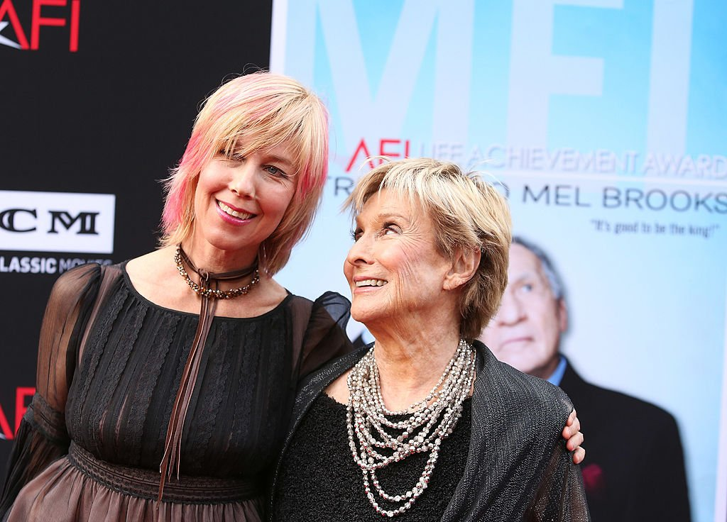 Cloris Leachman (R) and daughter Dinah Englund arrives at the 2013 AFI Life Achievement Award honoring Mel Brooks held at Dolby Theatre on June 6, 2013 | Photo: Getty Images