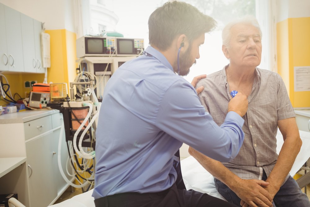 A photo of a doctor examining a man. | Photo: Shutterstock