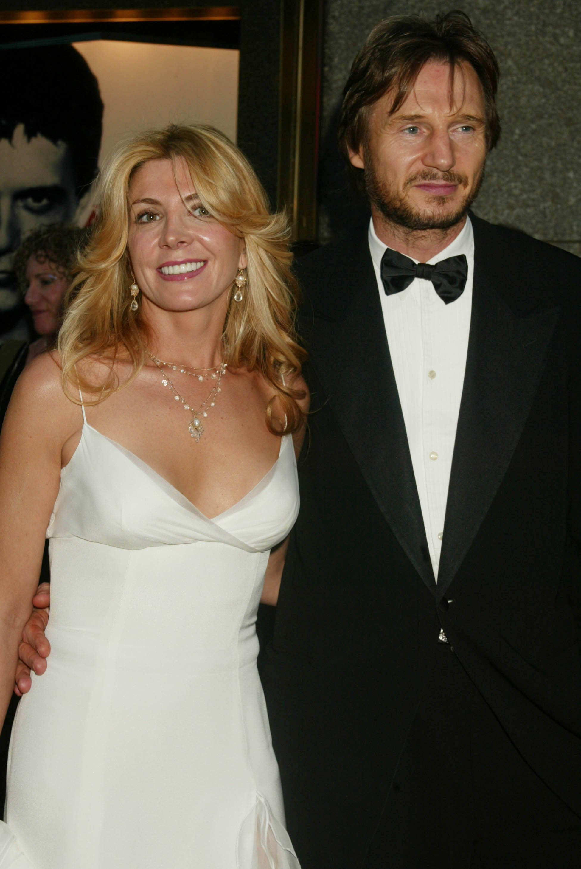 Natasha Richardson and Liam Neeson arrive for the 56th Annual Tony Awards in 2002. | Source: Getty Images