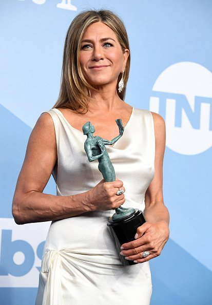 Jennifer Aniston poses at the 26th Annual Screen Actors Guild Awards | Photo: Getty Images