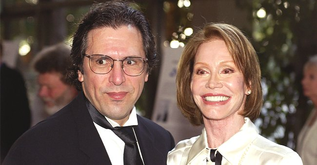Mary Tyler Moore Was Married to Cardiologist Husband Dr Robert Levine for 33 Years before Her Death