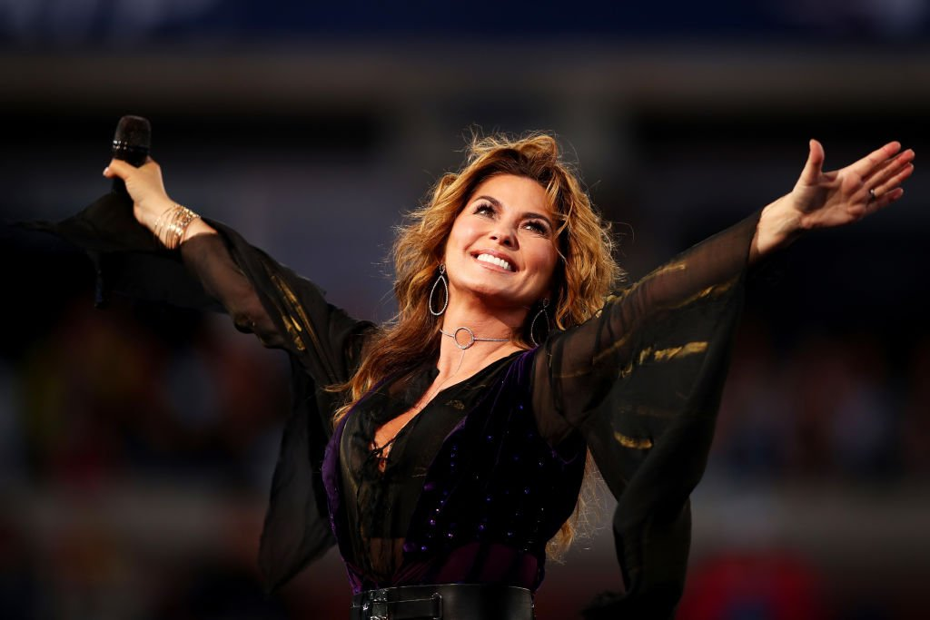 Shania Twain performs during the opening ceremony on Day One of the 2017 US Open at the USTA Billie Jean King National Tennis Center | Photo: Getty Images
