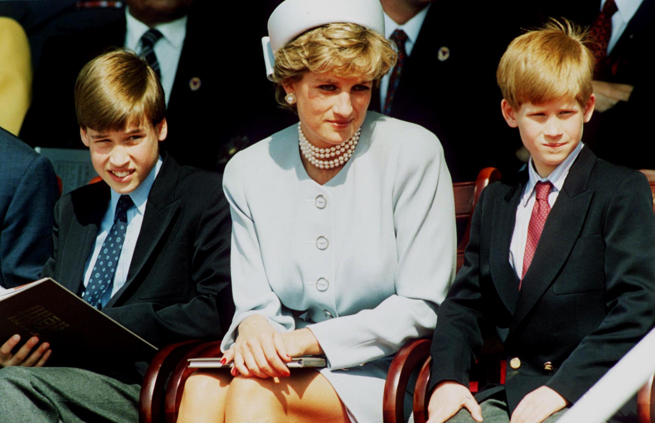 Princess Diana and her sons Prince William and Prince Harry attend the Heads of State VE Remembrance Service in Hyde Park on May 7, 1995, in London, England. | Source: Getty Images.