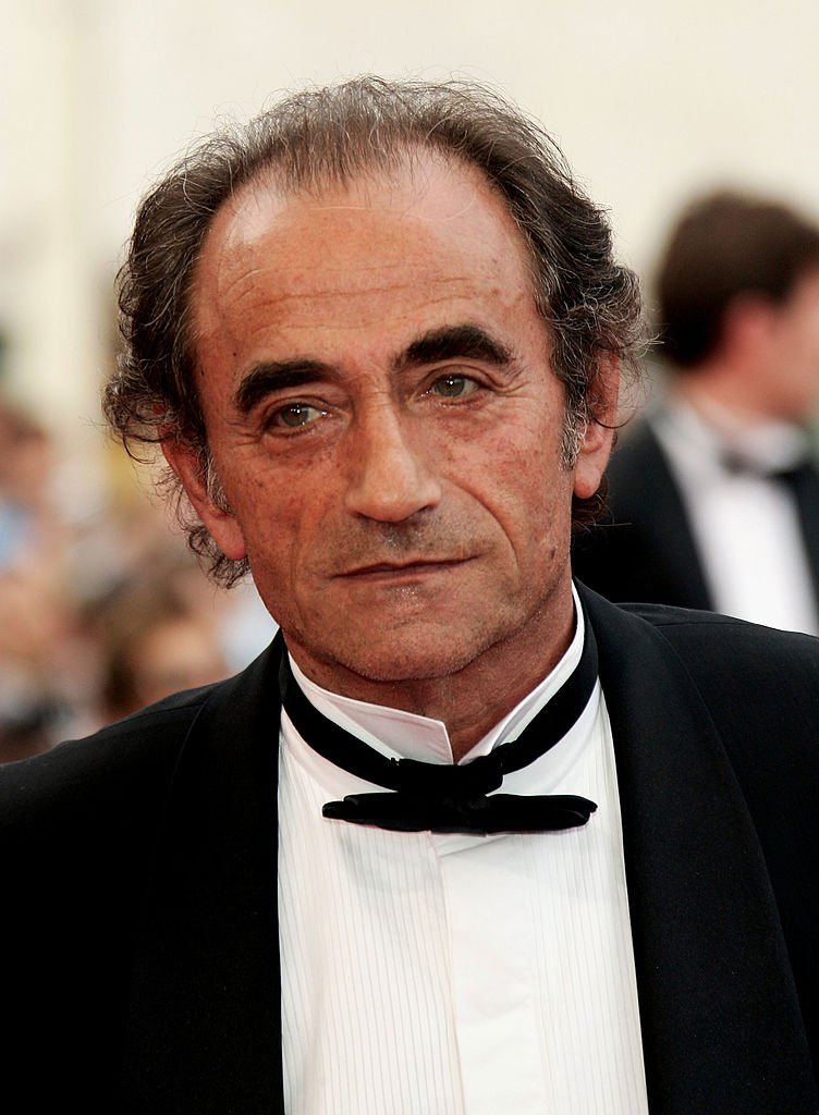 "Richard Bohringer assiste à la première du film ""Lemming"" au Palais de Festival lors de la soirée d'ouverture du 58e Festival International du Film de Cannes le 11 mai 2005 à Cannes, France. 