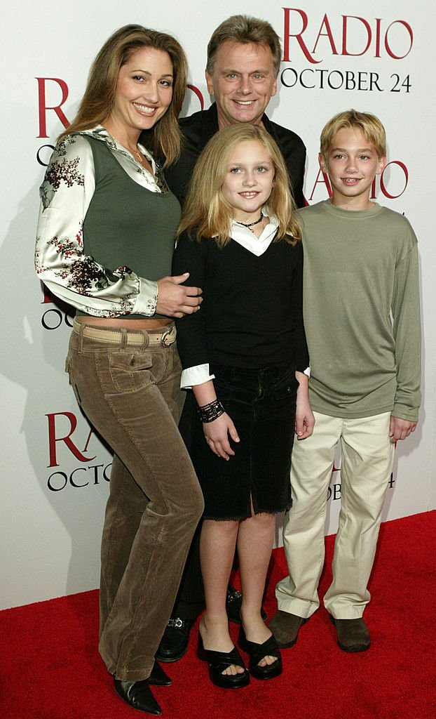 """Lesley Sajak, Pat Sajak, daughter Maggie and Son Patrick at """"Radio"""" Hollywood Premiere on October 14, 2003   Photo: Getty Images"""