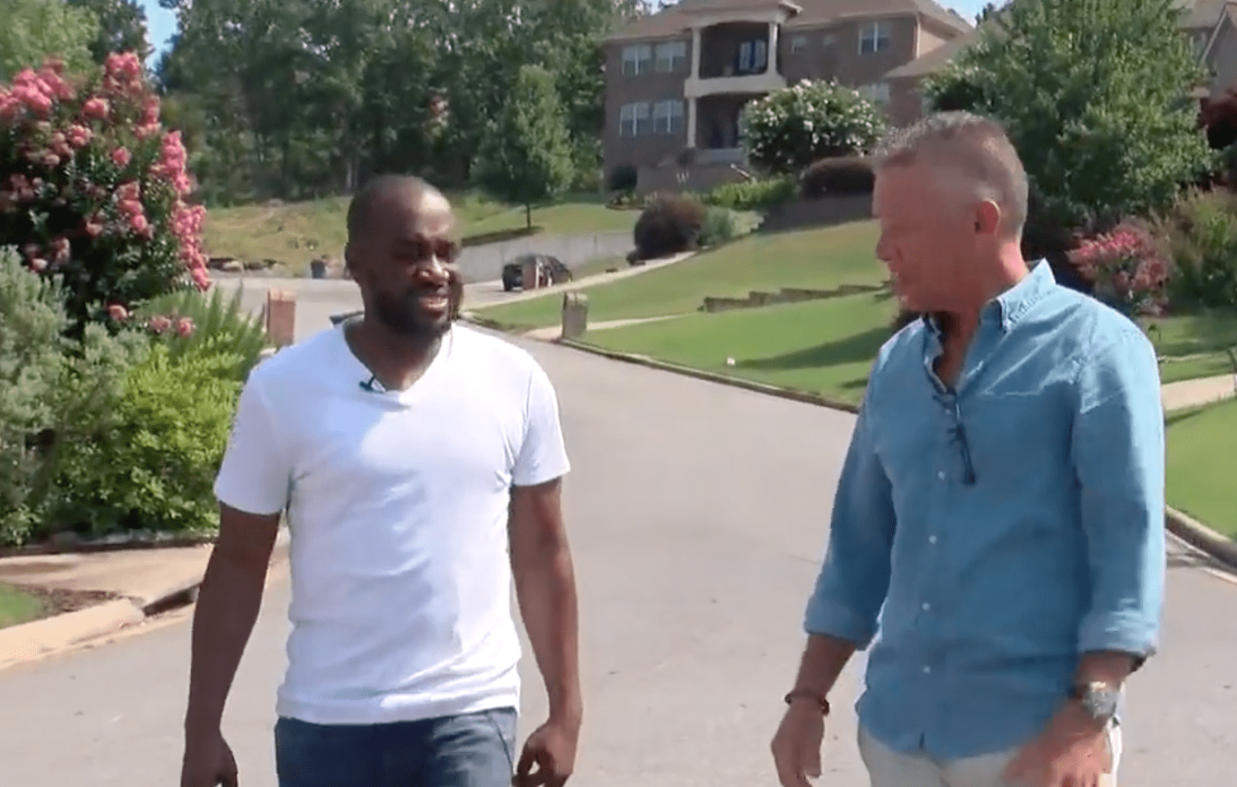 Neighbor details where he found a man lying on the ground before he started with chest compressions | Photo: Youtube/FOX 16 KLRT
