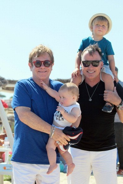 Elton John and David Furnish with their children, Elijah and Zachary on August 22, 2013 in Saint Tropez, France. | Photo: Getty Images