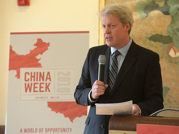 Charles, 9th Earl Spencer delivers remarks at ChinaWeek's Business Summit VIP Dinner at Empress Pavilion on May 11, 2016 | Photo: Getty Images