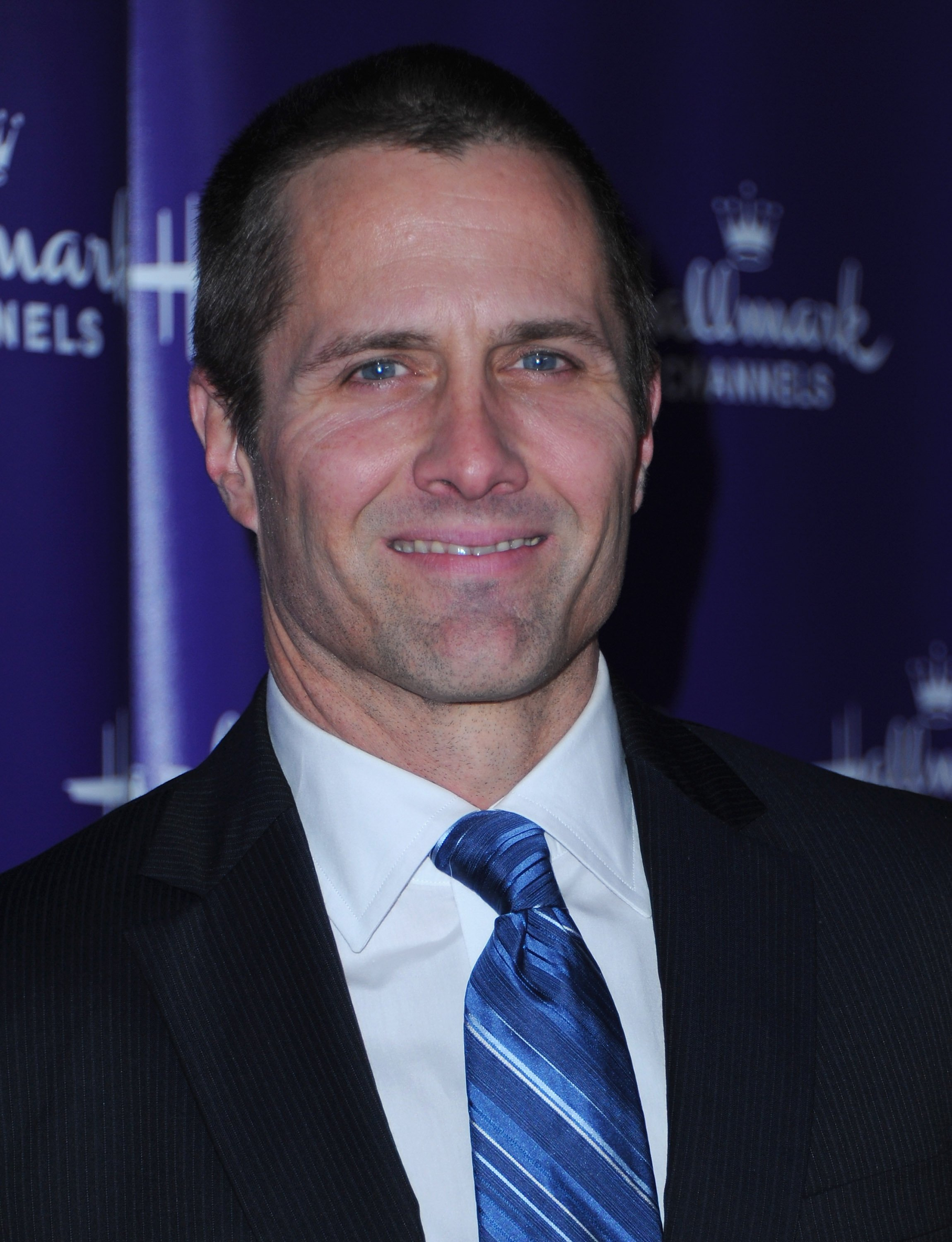Rob Estes arrives to Hallmark Channel's 2011 TCA Winter Tour Evening Gala on January 7, 2011, in Pasadena, California. | Source: Getty Images.
