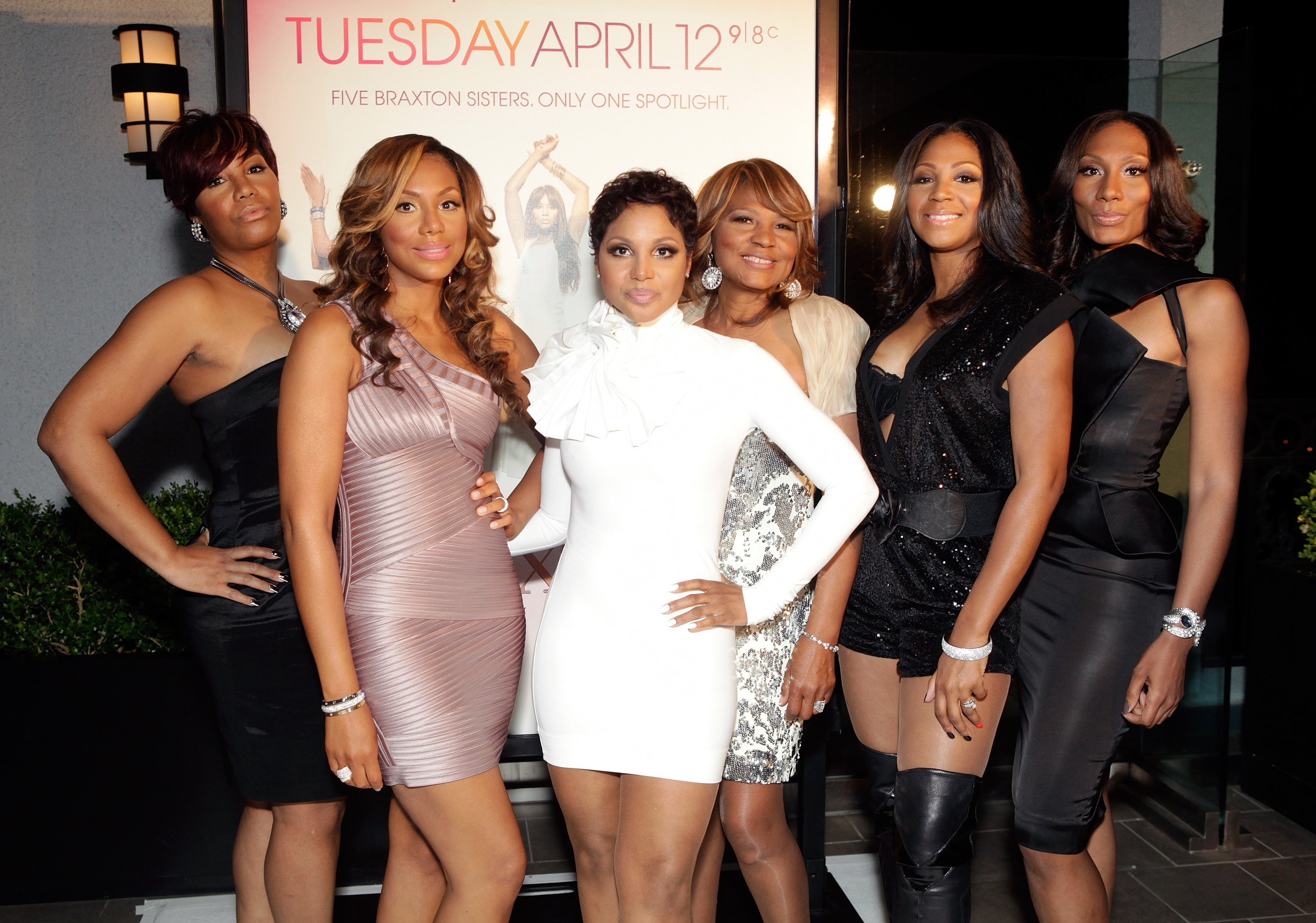 Traci Braxton, Tamar Braxton, Toni Braxton, Evelyn Braxton, Trina Braxton & Towanda Braxton in West Hollywood on April 6, 2011. | Photo: Getty Images