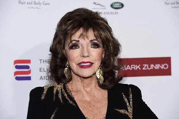 Dame Joan Collins à un cocktail de la Fondation Elizabeth Taylor contre le sida à l'Atelier Mark Zunino | Photo : Getty Images