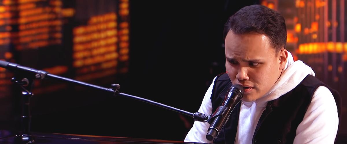 La performance incroyable d'un jeune chanteur autiste, émerveillant les juges