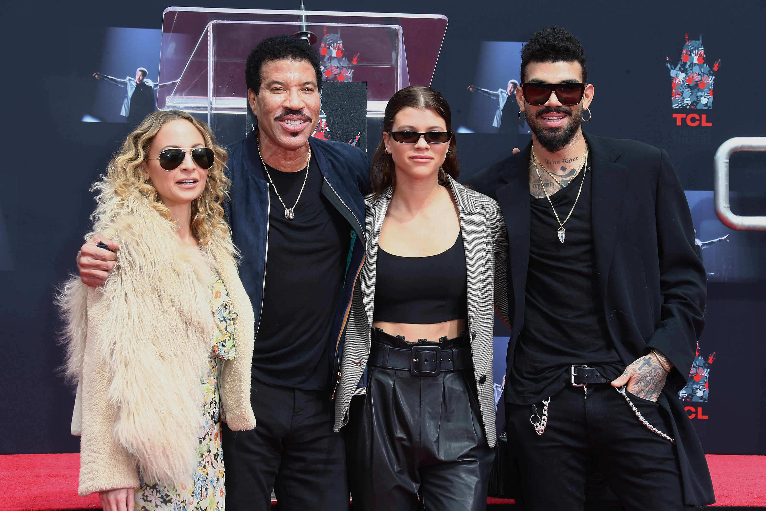 Nicole Richie, Lionel Richie, Sofia Richie and Miles Richie at the Lionel Richie Hand And Footprint Ceremony on March 7, 2018 | Photo: Getty Images