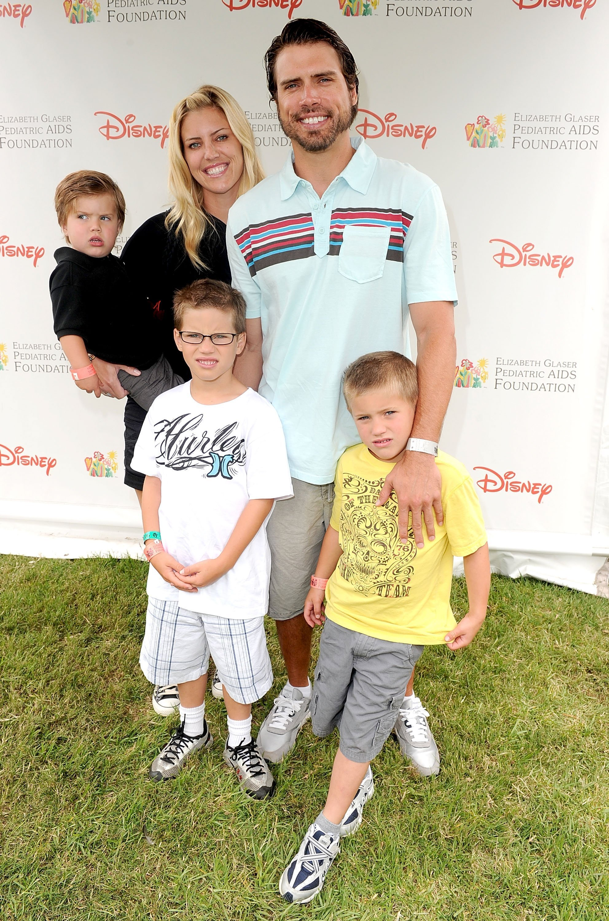 Joshua Morrow, wife, and kids arrive at the 21st A Time For Heroes Celebrity Picnic | Photo: Getty Images