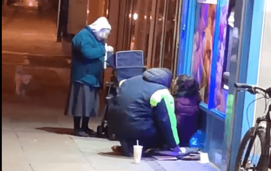 Pensioner, Diana Clarke, spotted giving the homeless soup | Photo: Facebook/Charlie Franks