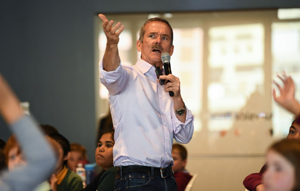 Chris Hadfield speaks with school children during the Amplify festival at Museum of Contemporary Art on June 06, 2019  | Photo: Getty Images