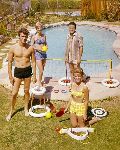Clint Eastwood, Maggie Johnson (foreground), and friends by a swimming pool, circa 1960. | Photo: Getty Images
