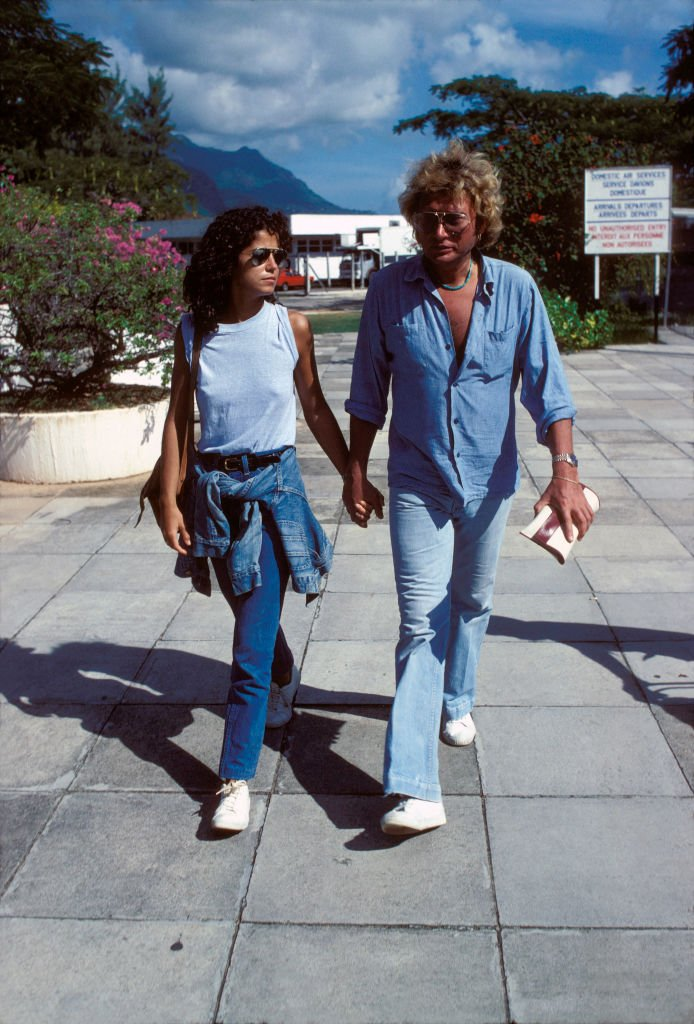 Johnny Hallyday et Babeth Etienne | source: Getty Images