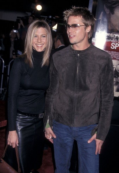 Jennifer Aniston and Brad Pitt on November 19, 2001 at Mann National Theatre in Westwood, California. | Photo: Getty Images