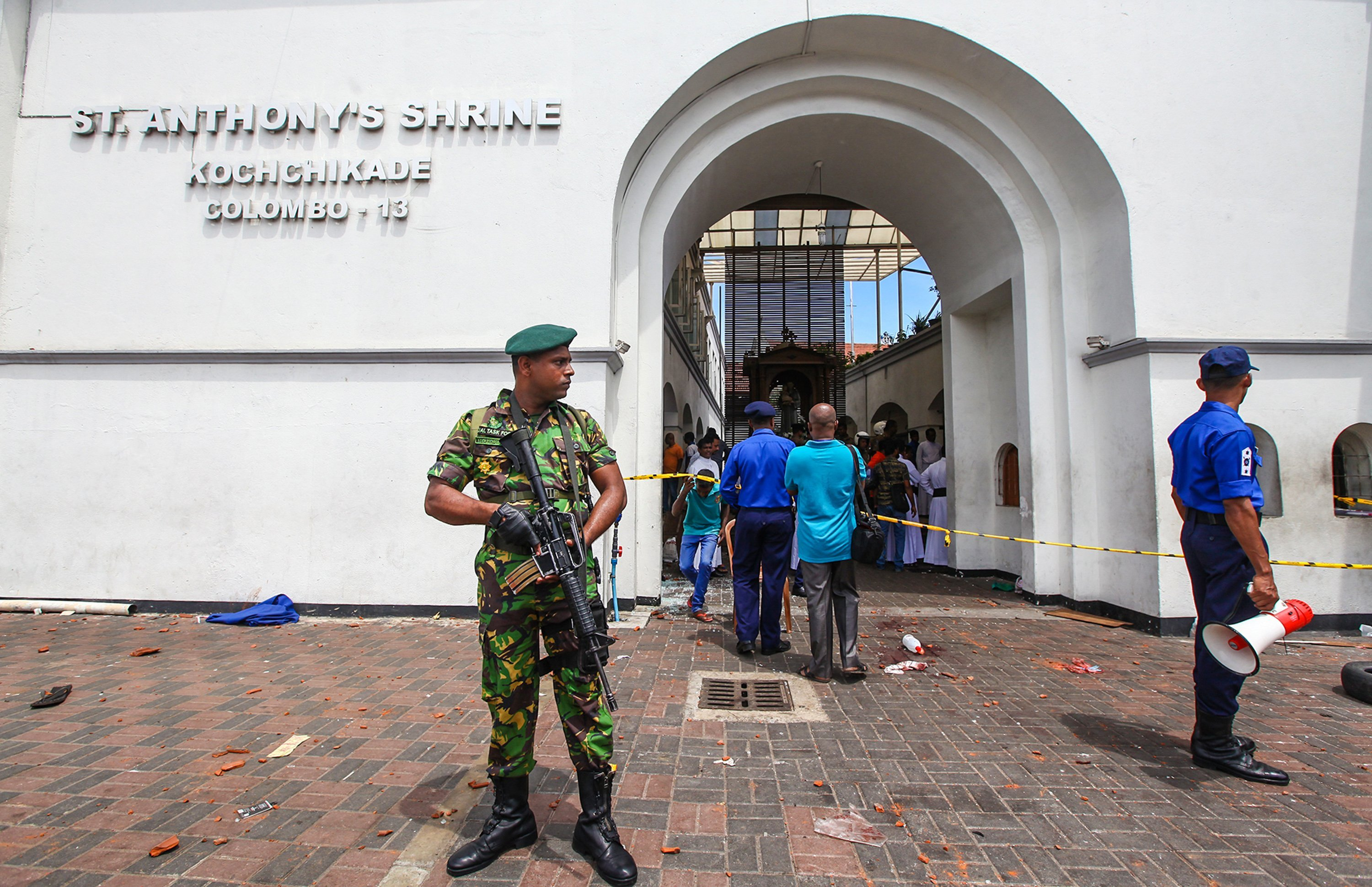 Military forces securing the area around St. Anthony's Shrine after an explosion in St Anthony's Church, in Kochchikade, Sri Lanka | Photo: Getty Images