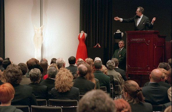 Bidding for the famous pearled dress she wore on JFK's birthday on 19 May 1962 | Photo: Getty Images