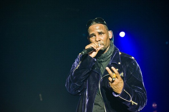 R Kelly performing at Le Bataclan in Paris, France. | Photo: Getty Images
