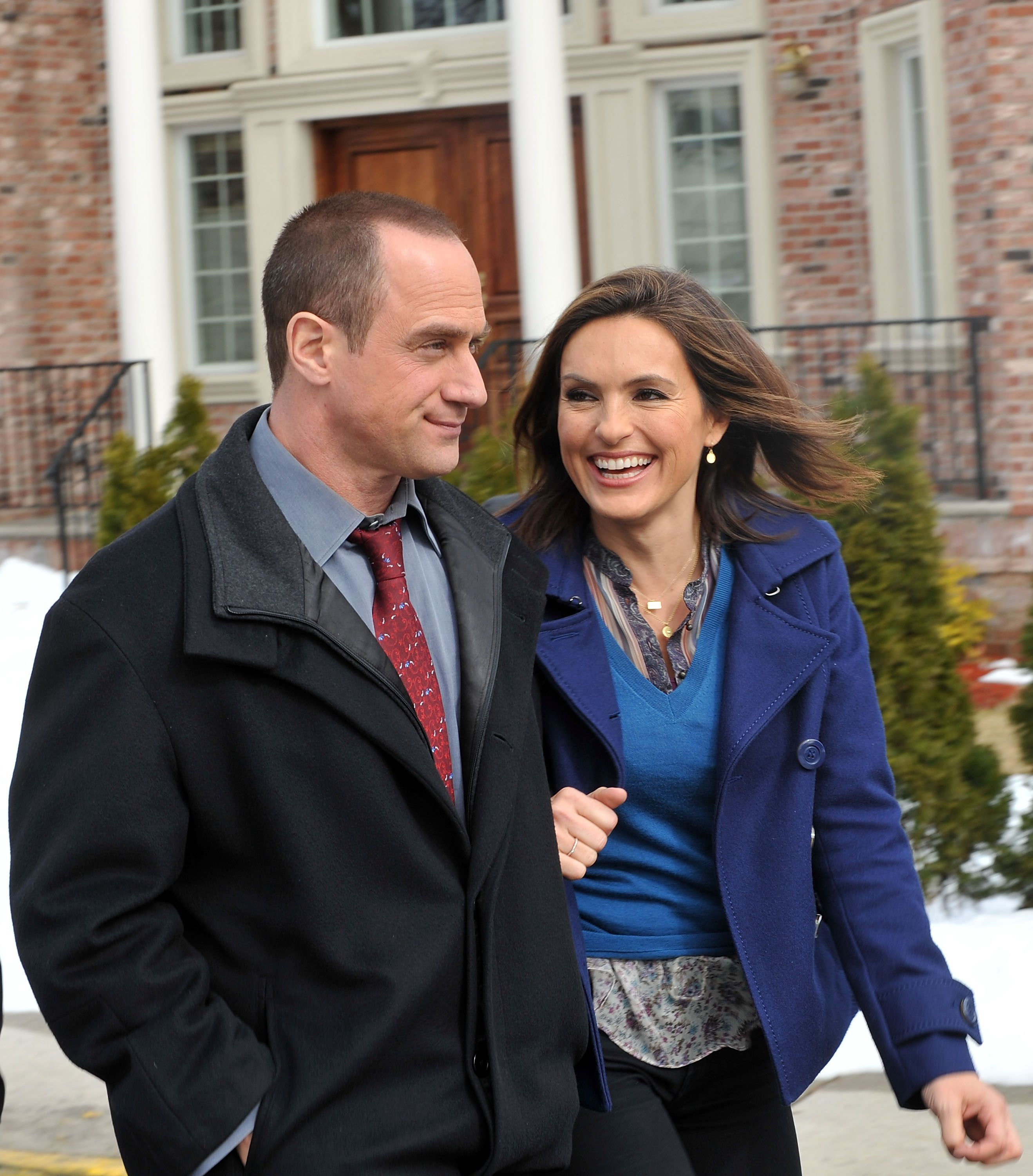 """Mariska Hargitay and Christopher Meloni filming on location for """"Law & Order: SVU"""" in 2010 