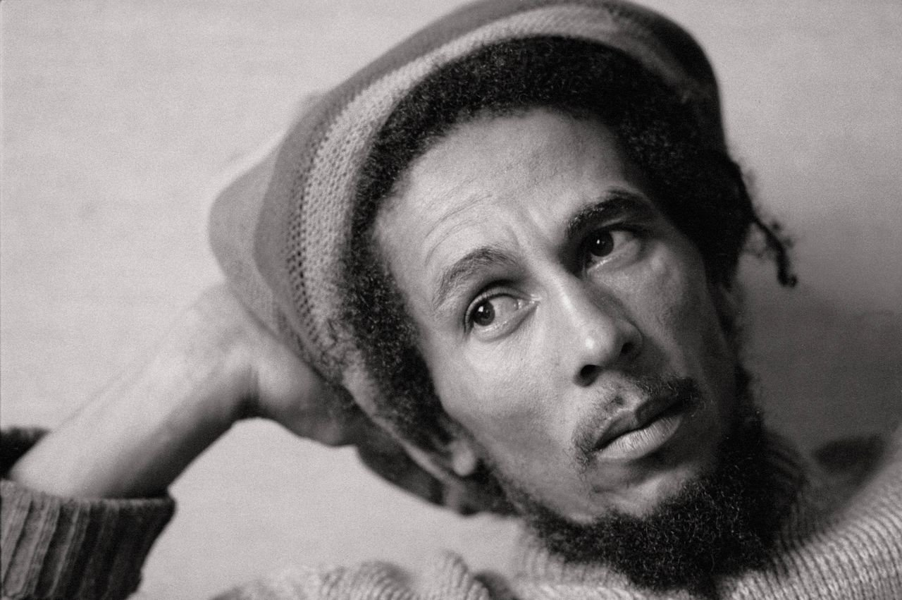 Bob Marley poses for a black-and-white photo with a Jamaican cap. | Source: Getty Images