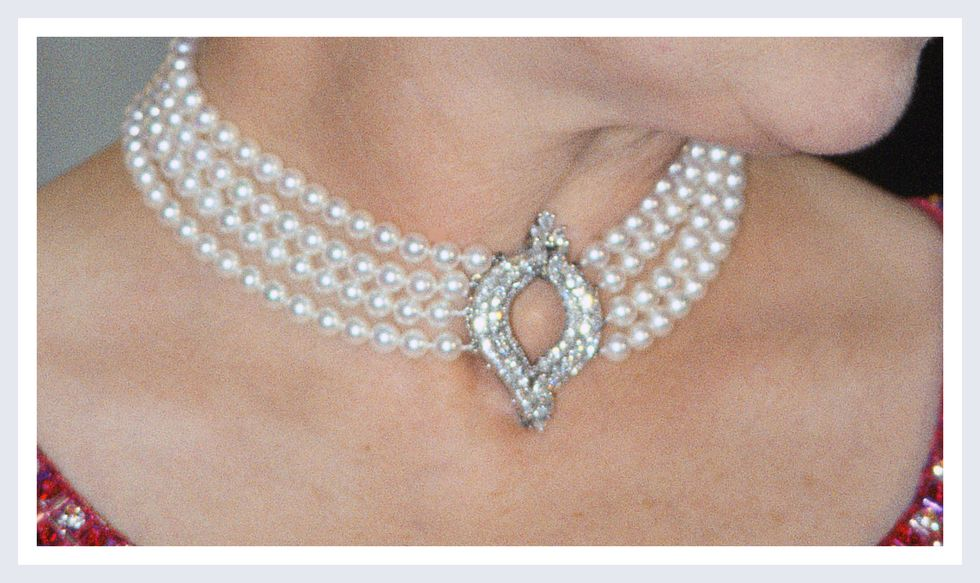 The Four-Row Pearl Choker | Photo Credit: YouTube/ Top News 24h