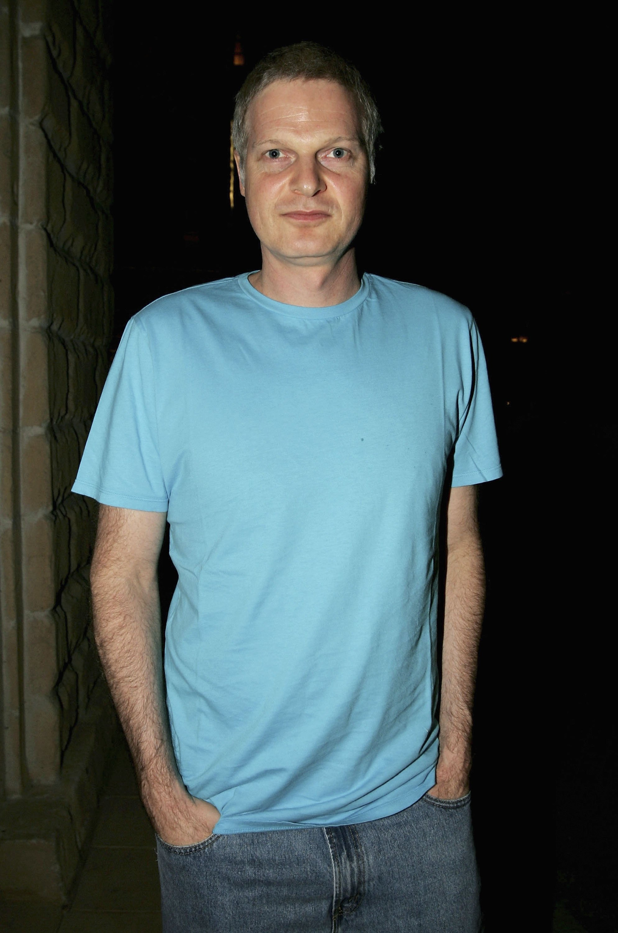 Steve Bing poses for a photo at The Madinat Jumeirah on December 11, 2005, in Dubai, United Arab Emirates. | Source: Getty Images.