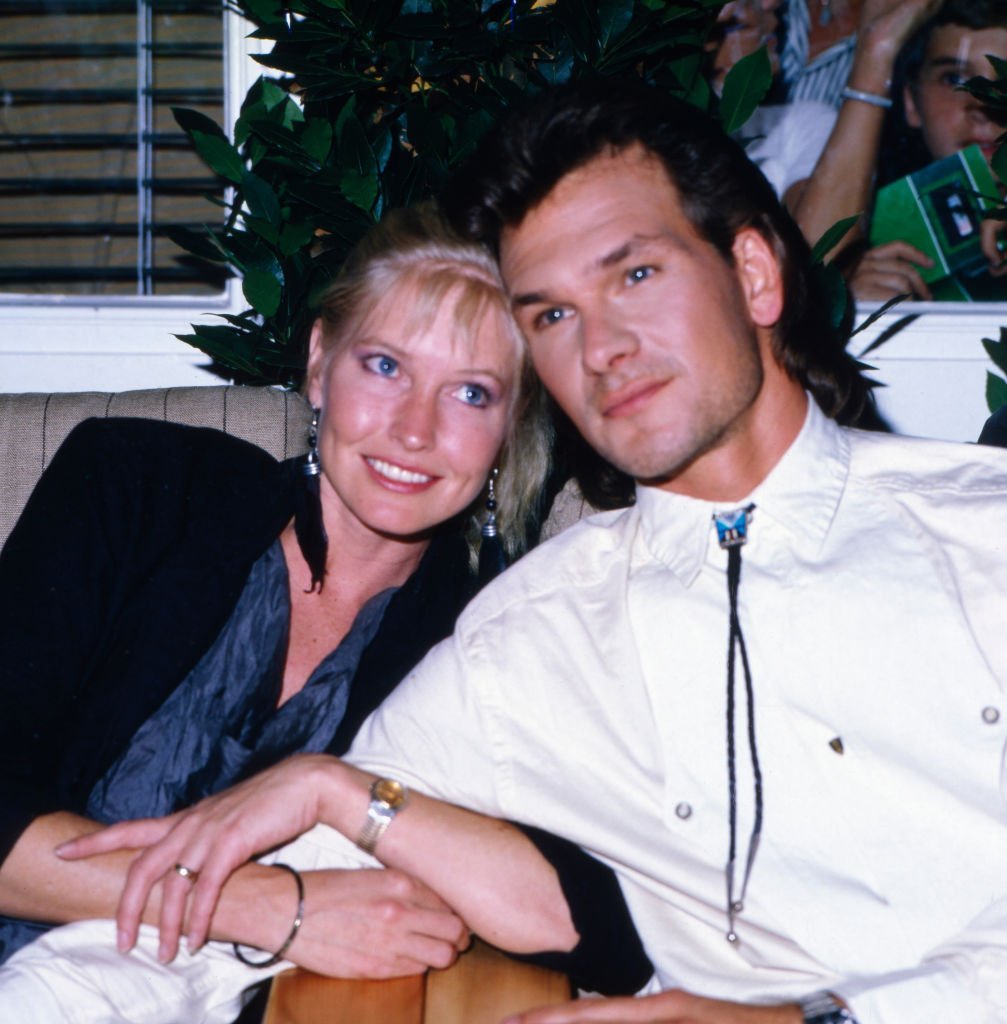 Patrick Swayze poses for some portrait shots with his wife Lisa Niemi, circa 1980s | Source: Getty Images
