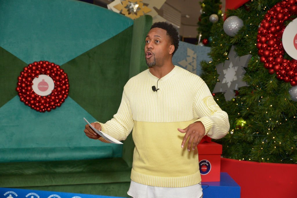 "Actor Jaleel White performs at Say ""Santa!"" with It's A Wonderful Lifetime photo experience at Glendale Galleria 