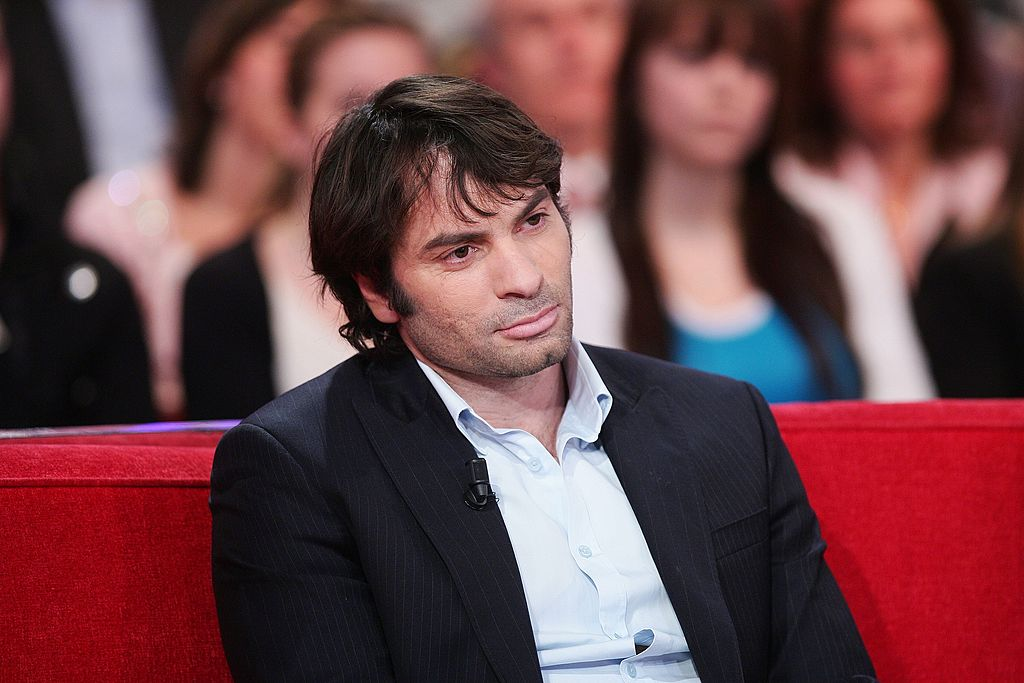 Christophe Dominici sur un plateau de télé. | Photo : Getty Images